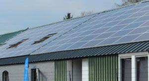Hangaar 116 dak met panelen